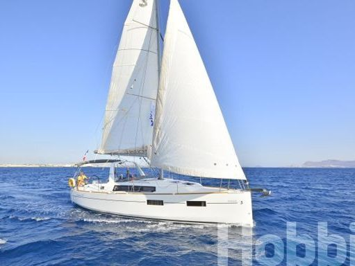 Sailboat Beneteau Oceanis 35 (2015) (0)