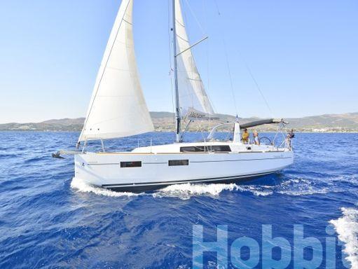Sailboat Beneteau Oceanis 35 (2015) (4)